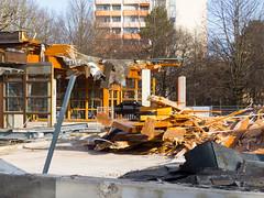 Demolition Post at Hanns-Seidel-Platz (Wolkenkratzer) Tags: munich mnchen postbank post bank demolition neuperlach neuperlachzentrum hannsseidelplatz