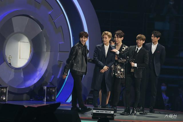 160329 SHINee @ 2016 KU Asia Music Awards' 25590899593_5aa1132973_z