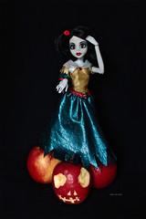 Princess Zombie - Snow White (Vali.Tox.Doll) Tags: white snow apple monster dark doll princess goth vinyl gothique famosa zombi pomme monstre blancheneige poupe