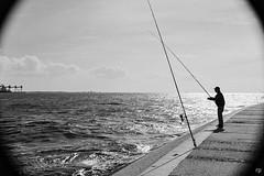 Pescador de sonhos . Fishing for dreams (Rute P) Tags: portrait bw fisherman nikon retrato pb analogue f80 pescador 2016 analogico 18140mm