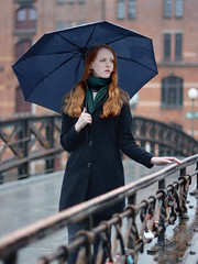 Schietwetter (Ben Gun) Tags: bridge portrait people female hair 50mm ginger model nikon wasser dof harbour f14 hamburg redhead nikkor redhair hafen brcke speicherstadt regen hafencity nass regenschirm eklig tiefenschrfe d7100 eklich