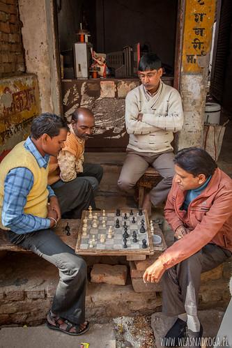 Szachy na jednej z uliczek w Waranasi
