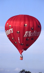 G-BTFU. Cameron N-90 'Maltesers' (isdc1316) Tags: aviation balloon july airshow scanned hotairballoon 1991 hab maltesers fairford riat internationalairtattoo gloucestershireengland egva cameronn90 gbtfu ayronautica