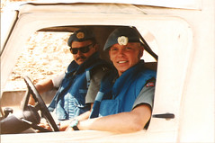 1992 UNIFIL - MP inspection (Normann Photography) Tags: lebanon un militarypolice friendly service 1992 mp libanon norwegianarmy unifil unitednationsinterimforcesinlebanon fntjeneste