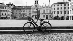 in frame (R/R Photography) Tags: italy blackwhite outdoor candid streetphotography udine rrphotography loxia35 sonya7r2