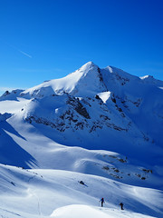 07 A Scenic Climb: Looking to the Ofenhorn (David Roberts 01341) Tags: winter snow mountains schweiz switzerland skiing suisse freeride skitouring offpiste horspiste skirandonnee