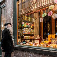 Dlices du Roy (cmjart) Tags: man bruxelles sweets homme gourmandise picerie dlices