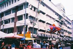 C048662-R1-11-11A (WahidaSamsuddin) Tags: street people 35mm lomography outdoor olympus fujifilm kualalumpur analogue mjuii f28 pointshoot firstroll stylusepic hawker superia200 mjuii jalantar