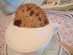 211 (en-ri) Tags: bar sony cappuccino tavolino biscotto sonysti
