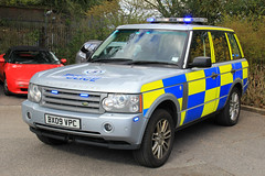 Warwickshire Police Land Rover Range Rover Operational Patrol Unit Command Vehicle (PFB-999) Tags: car traffic 4x4 police rover vogue land vehicle leds roads range command patrol warwickshire grilles unit rpu lightbar constabulary operational policing opu warks fendoffs tdv6 dashlight bx09vpc