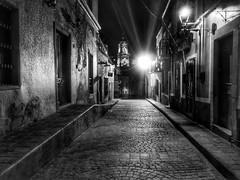 Solitary Night (Guanajuato, Mxico. Gustavo Thomas  2016) (Gustavo Thomas) Tags: street blackandwhite blancoynegro monochrome mxico night lights noche calle empty mexican guanajuato rue solitary nuit bnw blancetnoir solitaria monocromtico