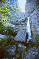 Rovon (Isre) 14 juin 1980 (Cletus Awreetus) Tags: france eau paysage vercors cascade falaise printemps rocher isre stgervais grsivaudan rovon drevenne