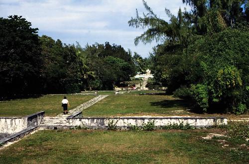 "Bahamas 1988 (280) Paradise Island: Versailler Garten und Kloster • <a style=""font-size:0.8em;"" href=""http://www.flickr.com/photos/69570948@N04/23833086190/"" target=""_blank"">View on Flickr</a>"