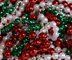 Beads (linda_lou2) Tags: christmas beads garland filltheframe 9366 day9366 themeno62 9jan16 366the2016edition 3662016 116picturesin2016
