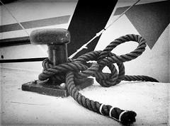 Estacha (candi...) Tags: bw puerto cuerda muelle barco bn nudo atraque estacha sonya77