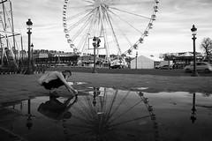 Prise de vueà la Concorde (gilles207) Tags: paris place reflet concorde lampadaire roue pavée obélique