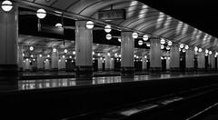London, Liverpool Street (frank.gronau) Tags: street white black london station train liverpool frank sony bahnhof schwarz weis gronau alpha7