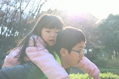 兄妹 (Yoshinobu Kimura) Tags: 兄妹 こども 仲良し