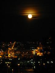 IMG_1650 (washuugenius) Tags: seattle moon night photo crane fullmoon harborisland