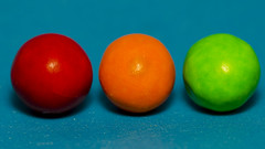 Traffic lights (Eduardo_il_Magnifico) Tags: red orange trafficlights color colour macro green mms candy chocolate balls micro round minimalism bluebackground macromonday nikond7000 vibrantminimalism yongnuoyn568ex tamron90mmmacrovcusm