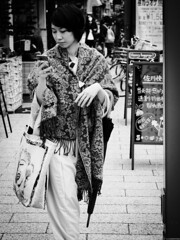 Marilyn Monroe & Kimono [Tokyo Streets] (AJ.L) Tags: street woman streets beautiful beauty mobile lady contrast standing scarf japanese tokyo high phone robe traditional her wear if kimono position tog
