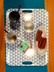 Thé ou café ? (fourmi_7) Tags: cakes coffee café tea plateau cups honey miel tray biscuits inside sucre gâteaux thé tasses spéculos