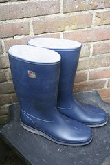 Vredestein wellies from late 80's (welliesfan1) Tags: vintage ripped wellies galoshes rubberboots gummistiefel wellingtons botas trashed wornout gomma fertig leaky hevea versleten laarzen stivali wellworn stvlar vredestein   regenstiefel kaplaarzen rubberlaarzen  bottescaoutchouc    dunloplaarzen