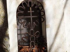 reijes de ferro (josejmhuguetroset) Tags: de amb ferro finestres creus santes reijes