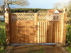 "Oak Double gates • <a style=""font-size:0.8em;"" href=""http://www.flickr.com/photos/61957374@N08/25430439392/"" target=""_blank"">View on Flickr</a>"