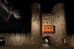 De Helpoort Maastricht (jo.misere) Tags: maastricht nightshot sony nederland tamron limburg helpoort nachtfoto 1024mm fotomaatjes