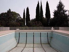 Vide (Dahrth) Tags: lumix raw empty swimmingpool cypress piscine gf1 cyprs micro43 panasoniclumixgf1 20mmpancake gf120 microquatretiers