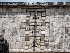 """Chichen Itza: le Temple des Guerriers et le Groupe des Milles Colonnes <a style=""""margin-left:10px; font-size:0.8em;"""" href=""""http://www.flickr.com/photos/127723101@N04/25658974980/"""" target=""""_blank"""">@flickr</a>"""