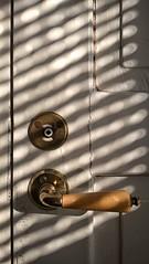 handle (vmlaukasto) Tags: doorhandle olddoor snapseed lumia640