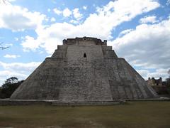"Uxmal: la Pyramide du Magicien <a style=""margin-left:10px; font-size:0.8em;"" href=""http://www.flickr.com/photos/127723101@N04/25947901365/"" target=""_blank"">@flickr</a>"