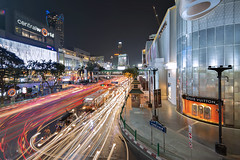 TWB_0251 (xxtreme942) Tags: panorama building thailand design traffic bangkok pano lighttrail centralworld bangkokshoppingcentre