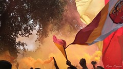 Ultr (Marc Mancini) Tags: italy rome roma colors football italia protesta futbol itali derby barriere sud cori fumo iphone ultras tifo curva testaccio ultr asroma giallorosso curvasud giallorossi lazioroma iphone6 curvasudroma fumoggeni
