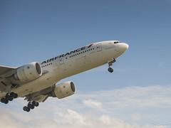 L'envol du B777 (Philippe Goachet) Tags: nikon airline boeing takeoff airliner avion airfrance roissy cdg d800 dcollage b777 b777300