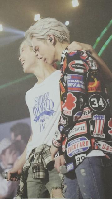160421 SHINee @ Photobook SHINee World Concert IV 26503593431_f4dacd585a_z