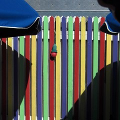 sun valley (weltreisender2000) Tags: santa wood blue shadow red sun sunlight beach bulb umbrella fence cafe florida rosa multicolored