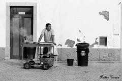 """Castanhas"" (Pedro Ramos Costa) Tags: street bw costa man portugal canon person eos photo pessoa pedro alentejo homem seco salesman ramos alccerdosal portugues fruto eosd castanhas 700d photoskillz eosdeurope"