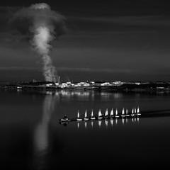 P2020321 (omj11) Tags: noiretblanc nuage bateau graphique etangdeberre