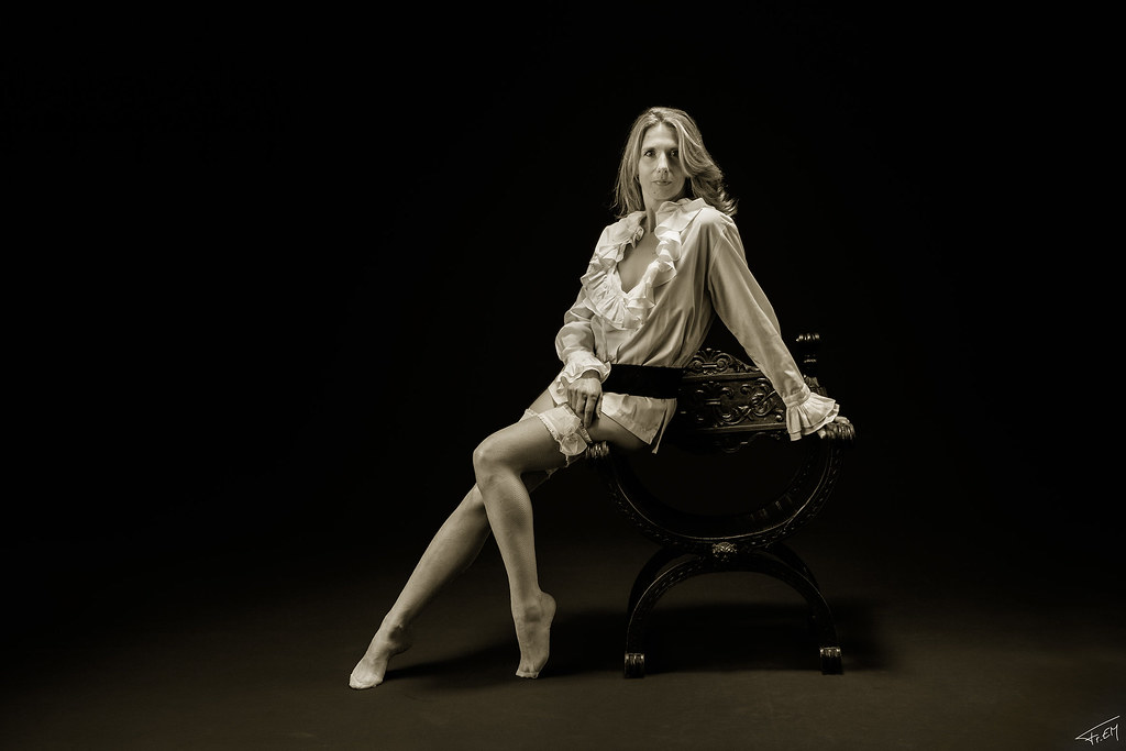 The world 39 s best photos of studionoir flickr hive mind - Tatouage femme sensuelle ...