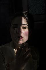 (Antonio Gutirrez Pereira) Tags: color luz mujer retrato sombra sensual boca mirada humo placer sentir sentimiento
