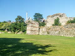 Theodosian Walls (- Ozymandias -) Tags: turkey europe istanbul unescoworldheritagesite unesco worldheritagesite lateantique byzantine tr constantinople byzantium lateantiquity constantinopolis ευρώπη τουρκία κωνσταντινούπολη spätantike βυζάντιο βυζαντινή ρωμαϊκή θεοδοσιανάτείχη ρωμαιοι