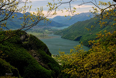 Balcone con Vista (Davide'70) Tags: primavera montagne landscape italia natura val alpi lombardia paesaggio bellezza valtellina chiavenna contemplazione tracciolino piandispagna lagodinovatemezzola