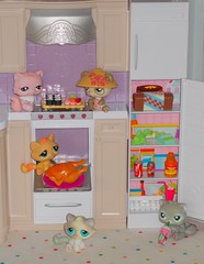 Kitchen raiding (flores272) Tags: cat toy toys doll dolls cattoy 2007 lps barbiehouse littlestpetshop barbiefurniture 2007myhouse barbiefood 2007myhousebarbie