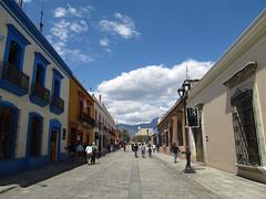 "Oaxaca: Calle Alcalá <a style=""margin-left:10px; font-size:0.8em;"" href=""http://www.flickr.com/photos/127723101@N04/25338105520/"" target=""_blank"">@flickr</a>"