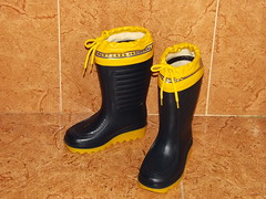 25.0_Trevinca_Gero Sonajero (Belbo Bragamanga) Tags: rubberboots rainboots wellingtons wellies gumboots gummistiefel botasdegoma botasdelluvia botasdeagua katiuskas botas boots calzado footwear moonboots galoshes stivali gomma bottes caoutchouc