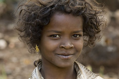 Tribal girl (wietsej) Tags: india girl zeiss rural sony tribal hills 135 18 a100 wietse chhattisgarh jongsma sal135f18z bhoramdeo maikal