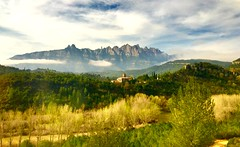 """Montañas nubosas"" (atempviatja) Tags: campo paisaje nubes montserrat montañas barcelona monasterio rocas"